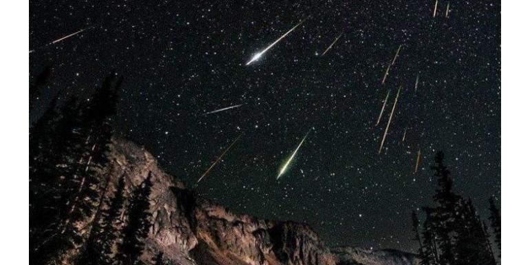 Cerita Pendek: Meteor Lyrids Mengenang Kisah Kepergianmu